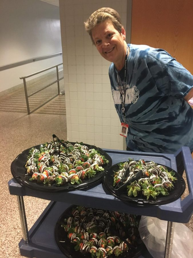 Mrs.+Susan+Eckert%2C+head+of+cafeteria+staff%2C+helped+sophomore+Emily+Dias+organize+a+chocolate+covered+strawberry+sale+as+a+fundraiser.+