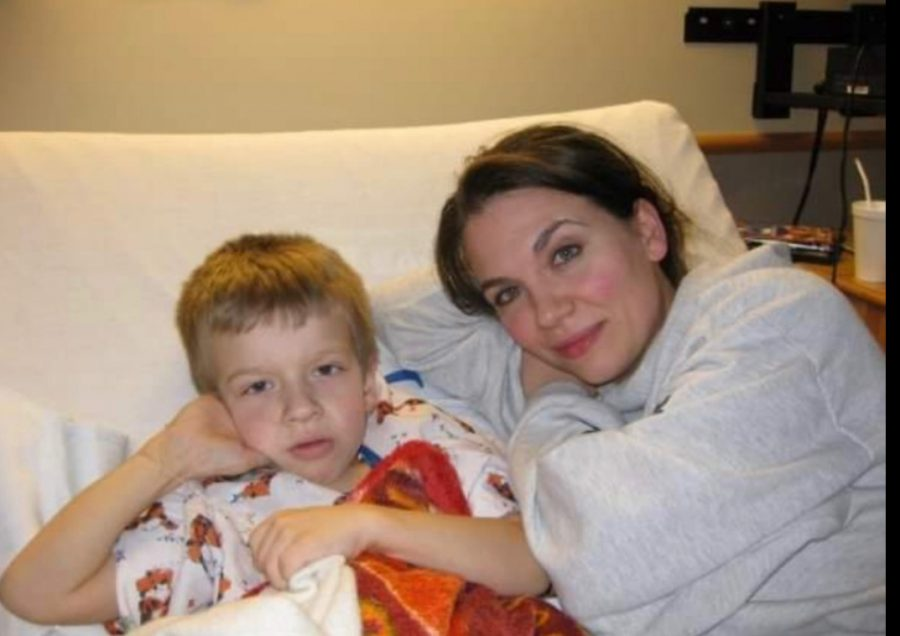 Mead+lays+in+his+hospital+bed+with+his+mom+at+the+age+of+9+after+his+transplant.+